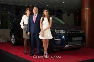 Belen-de-Lacalle-directora-de-Comunicación-de-Jaguar-Land-Rover-España_-José-Sánchez-Gerente-del-Concesionario-Premium-Lorca-y-Ana-Boyer