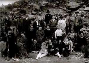 GRUPO DE CAZADORES CON HIJAS DE PEDRO MENCHON 1927
