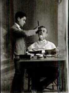 PEDRO MENCHON AFEITANDOSE 1922