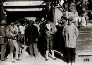 TOREROS EN PLAZA DE TOROS 1925