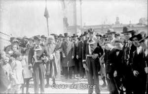 Procesión cívica de la corporación municipal de Lorca, destaca el asta ganada en la batalla de Tarifa año 1340.