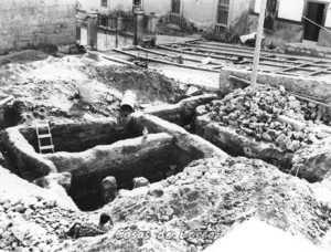 EXCAVACIONES EN LA PLAZA CARDENAL BELLUGA 1964
