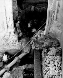 Porche de San Antonio tomada en octubre de 1966 durante la excavación arqueológica
