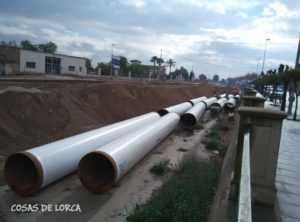 TUBOS SOTERRADOS EN EL CANAL DE TIATA