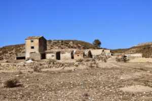 Cortijo del Centeno, situado junto al río Vélez en las inmediaciones del pantano de Puentes.