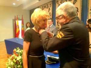 LA CONCEJAL MARIA BELEN PEREZ RECIBE MEDALLA