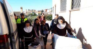 El Ayuntamiento entrega a Las Clarisas 400 kilos de almendra robados que fueron decomisados en varias operaciones realizadas por la Policía Local