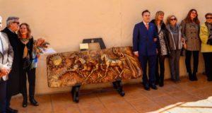 El Paso Azul inaugura un monumento en honor a los cuadrigueros azules, pioneros en la Semana Santa de Lorca
