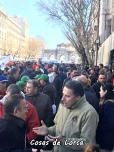 Fulgencio Gil con los agricultores en la manifestación de Madrid