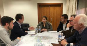 El Ayuntamiento entrega a la asociación de constructores lorquinos una cartografía referenciada de inmuebles ubicados en el casco histórico para estimular la actividad en esta zona