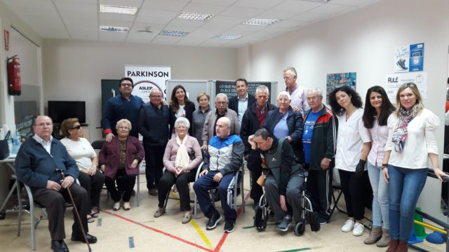 El Alcalde anuncia la renovación inmediata y por 10 años del convenio con la Asociación de Enfermos de Parkinson para que puedan seguir disfrutando de su propias instalaciones