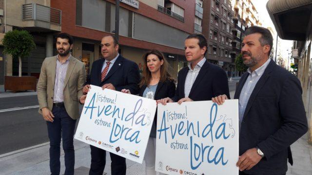 Comerciantes y hosteleros de Juan Carlos I y adyacentes toman las calles este viernes para potenciar el consumo en el centro de la ciudad aprovechando el final de obras en la zona